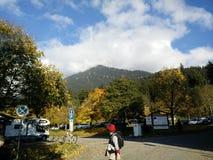 Dans le shandow de la montagne Images stock