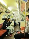 Dans le train de métro en Angleterre Photo stock