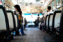 Dans le vieil autobus dans Bangkok< Thaïlande photos stock