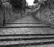 Dans les rues de Volterra photographie stock libre de droits