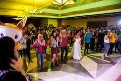 Dans och Allsång-längs i Animefestivalen Asien - Indonesien 2013 Fotografering för Bildbyråer