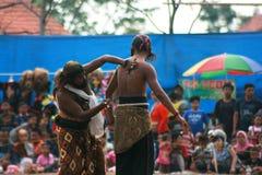 Dans och dragning av traditionella Reog Ponorogo Royaltyfria Foton