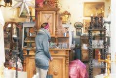 Dans un magasin d'antiquités image libre de droits