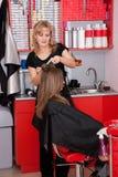 Dans un salon de cheveu Photos libres de droits