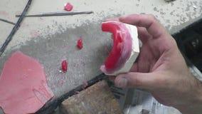 Dans une construction dentaire d'implant dentaire de laboratoire banque de vidéos