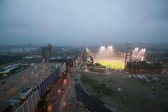 Dans une partie de nuit et une brume de pluie légère, le battement de Florida Marlins 2006 l'équipe de baseball de champion de la Photographie stock libre de droits