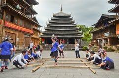 Dans van minderheids de Chinese poeople royalty-vrije stock foto's