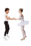 dansa för barn som är interracial Arkivbilder