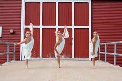 Dansa för tre systrar Royaltyfria Foton