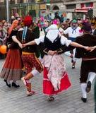Dansa folk på karnevalbollar Royaltyfria Bilder