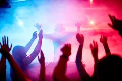 Dansa folkmassan Fotografering för Bildbyråer