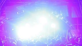 Dansa folkmassan på festival arkivfilmer
