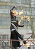 Dansa och jippon med brand Royaltyfria Foton
