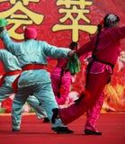 Dansa på kinesiskt nytt år Arkivbilder