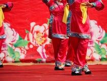 Dansa på kinesiskt nytt år Royaltyfri Foto