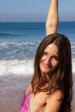 Dansa på stranden av Goa Arkivfoto