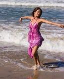Dansa på stranden av Goa Royaltyfri Bild