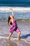 Dansa på stranden av Goa Fotografering för Bildbyråer