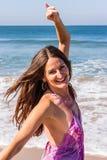 Dansa på stranden av Goa Royaltyfria Bilder