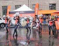 Dansa på våt asfalt Royaltyfri Foto
