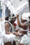 Dansa på den Notting Hill karnevalet Arkivbild