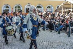 Dansa, partiet och utseendet på Halden fyrkanter Royaltyfria Bilder