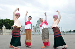 dansa som är thai Royaltyfri Bild