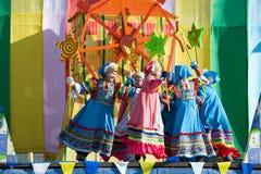 dansar folk shrovetide Royaltyfri Foto