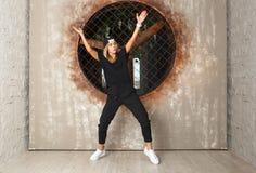 Dansare för gatadansflicka Arkivfoton