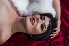dansare för 20-talstilbrunett med kort hår och juvlar naken tumb Royaltyfria Bilder