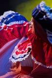 Dansare för ung kvinna från Costa Rica i traditionell dräkt royaltyfri foto