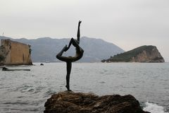 Dansare från Budva i Montenegro royaltyfri fotografi