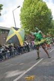 Dansare från folkvärldsfloaten Fotografering för Bildbyråer