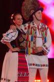 Dansare från Rumänien i traditionell dräkt arkivfoto