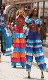 Dansare i gatafestivalen, havannacigarr, Kuba Royaltyfria Bilder