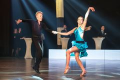 Dansare som dansar latinsk dans Royaltyfria Foton