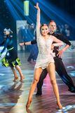 Dansare som dansar latinsk dans Royaltyfri Foto