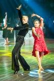 Dansare som dansar latinsk dans Arkivbild