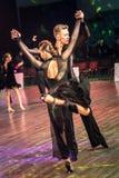 Dansare som dansar latinsk dans Arkivbilder