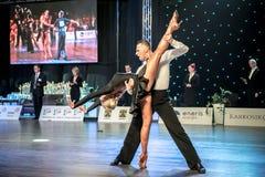 Dansare som dansar latinsk dans Royaltyfria Bilder