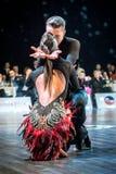 Dansare som dansar latinsk dans Fotografering för Bildbyråer