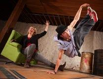 dansare som hoppar upp Fotografering för Bildbyråer