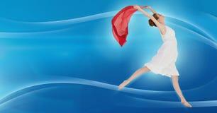 Dansare som uttrycker och flödar med kurvor och det röda arket Arkivfoto