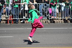 Dansaredropp 2019 för St Louis St Patrick Day Parade royaltyfri bild