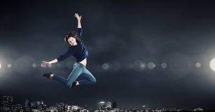 Dansareflicka i hopp Fotografering för Bildbyråer