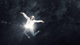 Dansareflicka i hopp Arkivbild