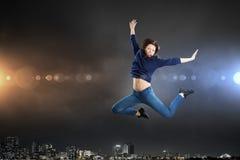 Dansareflicka i hopp Royaltyfri Fotografi