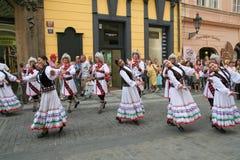 dansarefolklore prague2 Royaltyfri Fotografi