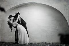 Dansbruid en bruidegom Stock Fotografie