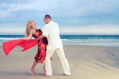 Danse à la plage Photo stock